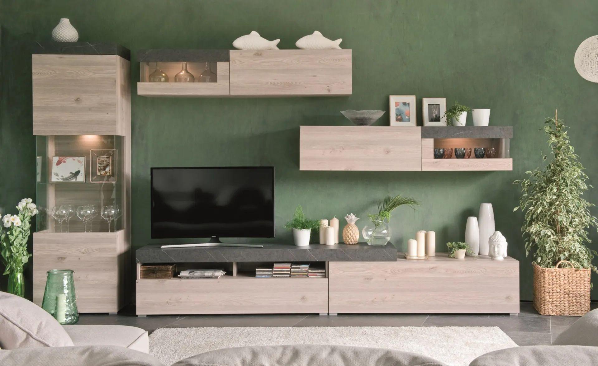 Una base lunga e solida e quattro pensili a parete: Soggiorni Componibili Conforama