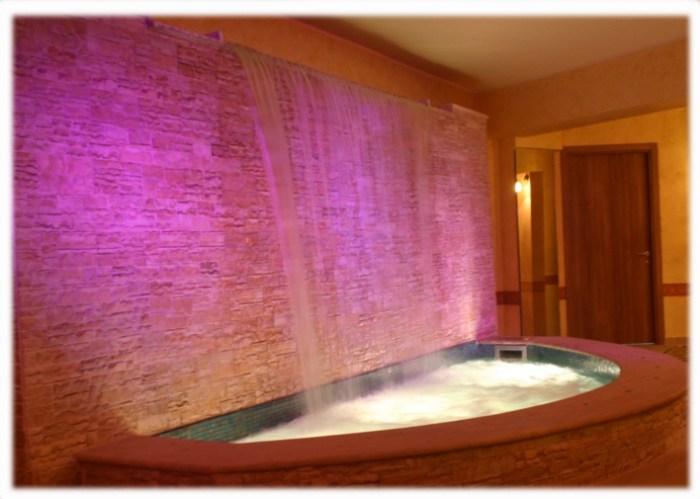 Vasca da bagno con cascata