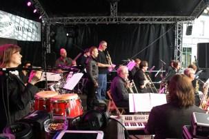 Die conFUSION Big Band live auf dem Stadtfest Ahrensburg 2015. (Foto: Peter Karstens)