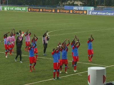 Les Léopards saluent leurs supporters après la victoire face à l'Ethiopie (3-0) lors de leur premier match du Chan 2016 le 17 janvier 2016