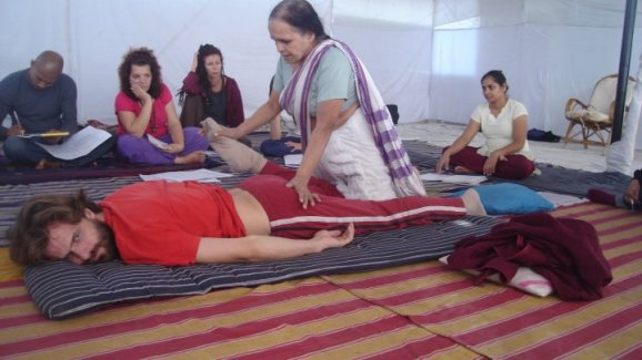 exhibición - taller gratuito de masaje kusum modak