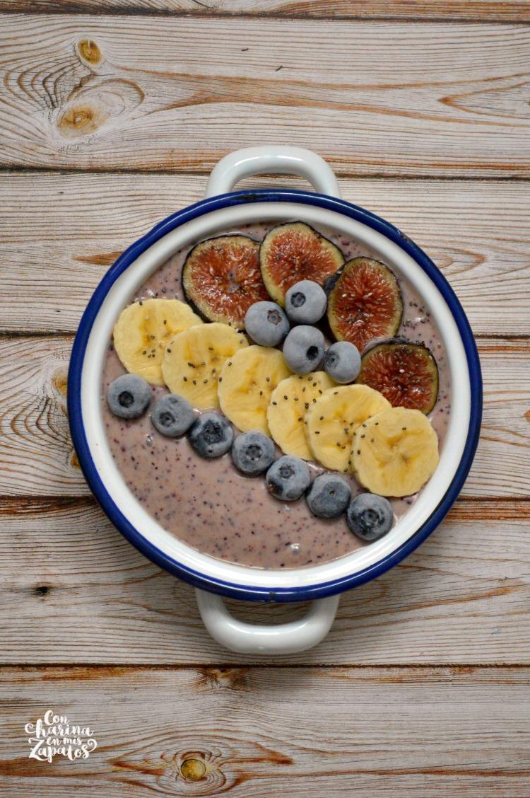 Figs Blueberries Smoothie Bowl | CON HARINA EN MIS ZAPATOS