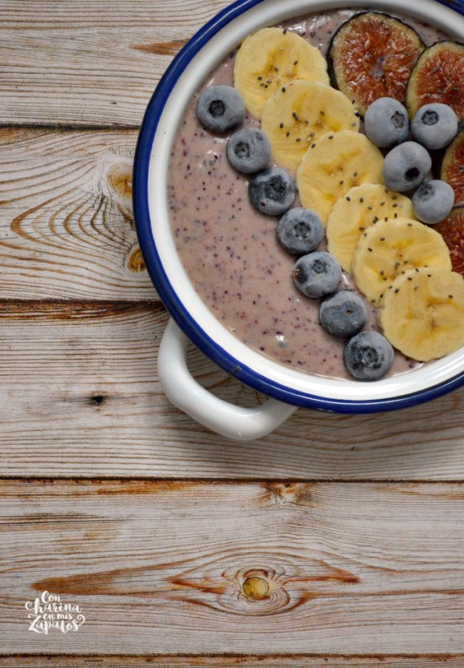 Figs Blueberries Smoothie Bowl | CON HARINA EN MIS ZAPATOS