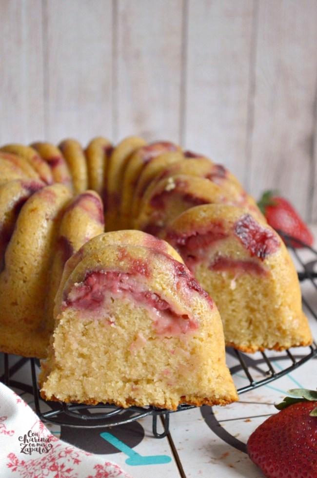 Bundt Cake de Fresas | CON HARINA EN MIS ZAPATOS