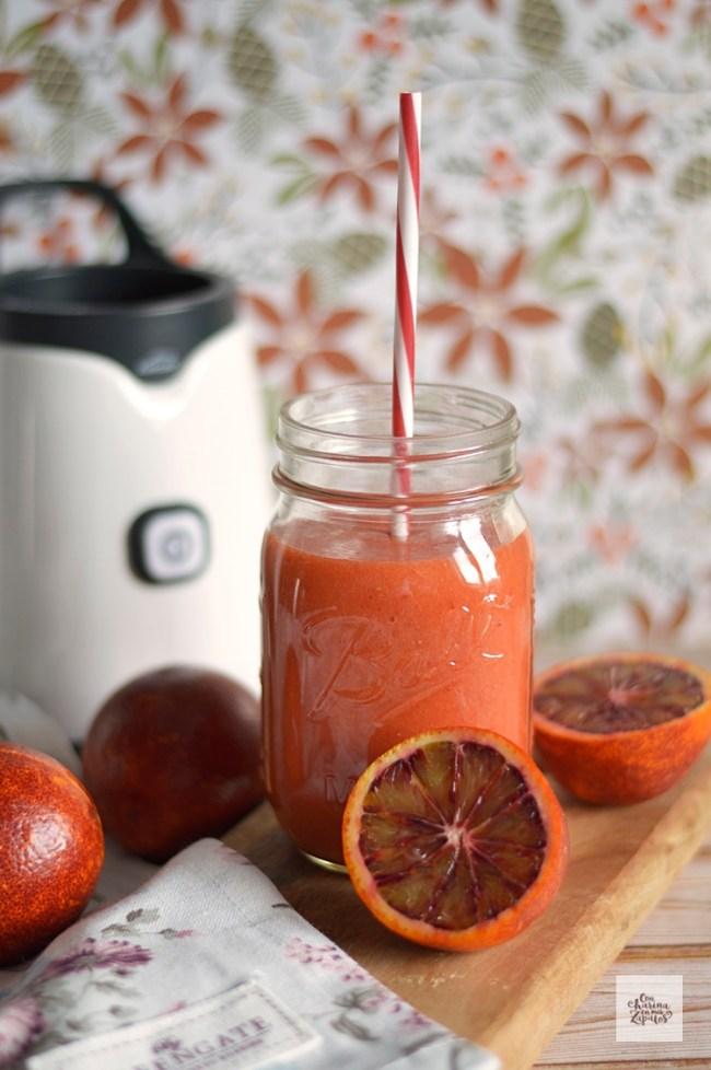 Smoothie de Naranja Ssanguina, Mango y Fresas | CON HARINA EN MIS ZAPATOS