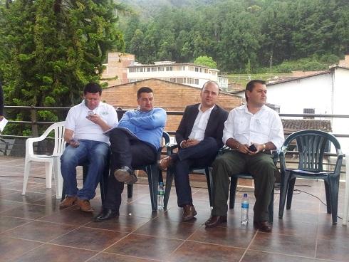 Nueva Energía Paisa en rueda de prensa en El Peñol