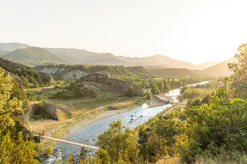 Panorámica sobre el puente de Jánovas en el Pirineo Aragones desde dron DJI Mavic 2 Pro - Conmisojos