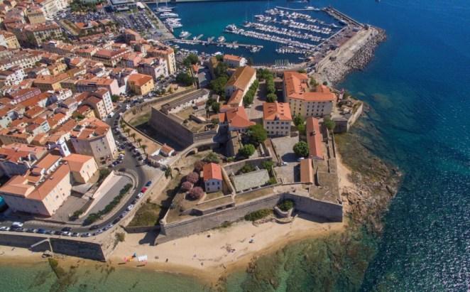 Corse : fermée depuis 500 ans, la Citadelle d'Ajaccio ouvre pour la première fois ses portes au public et aux artistes