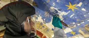 Sur le chantier de Notre-Dame de Paris, des restauratrices aux doigts d'or redonnent vie aux peintures des chapelles