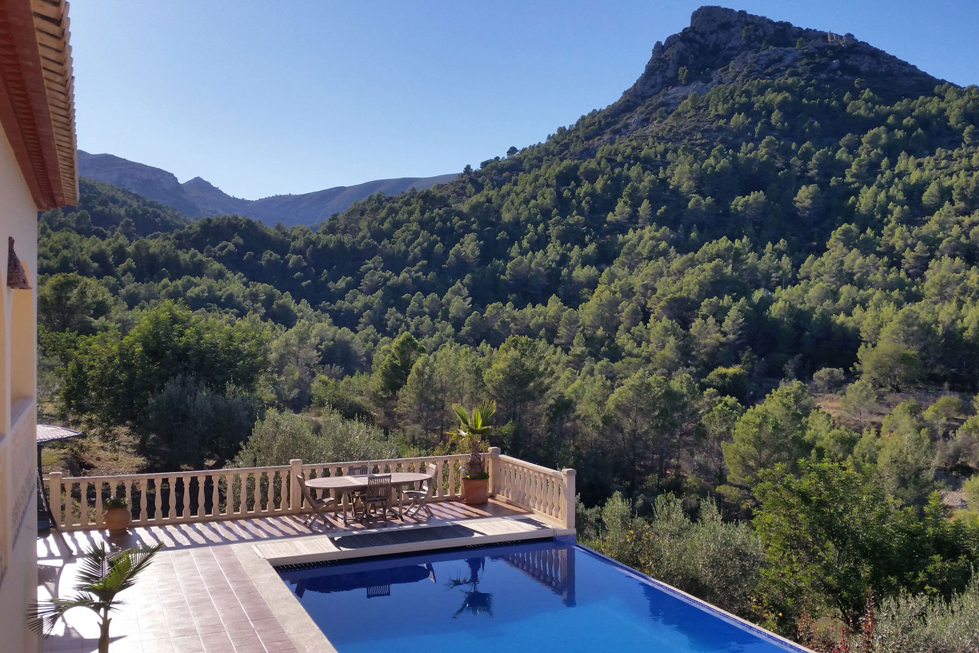 Villa-Foia-Vella-pool-with-a-view-15-ps-1920