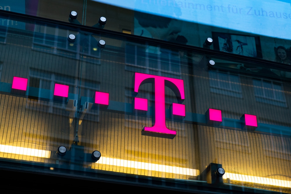 T-Mobile completes world's first 5G call on 600 MHz