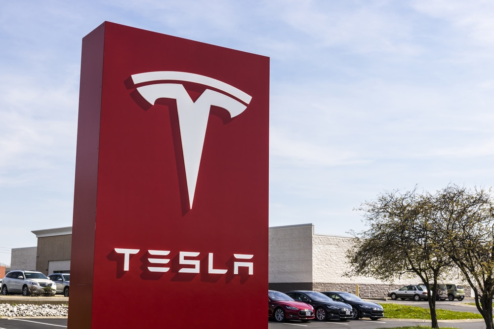 Automakers embrace Tesla's wireless vehicle update strategy