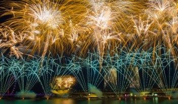 How To Photograph Fireworks: 9 Professional Photography Tips
