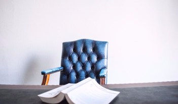Game of Thrones: Choosing The Best Chair For Pain-Free Workdays!