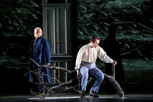 Michael Fabiano con Dmitri Hvorostovsky nell'Evgenij Onegin alla Royal Opera House di Londra - Photo credit: Bill Cooper