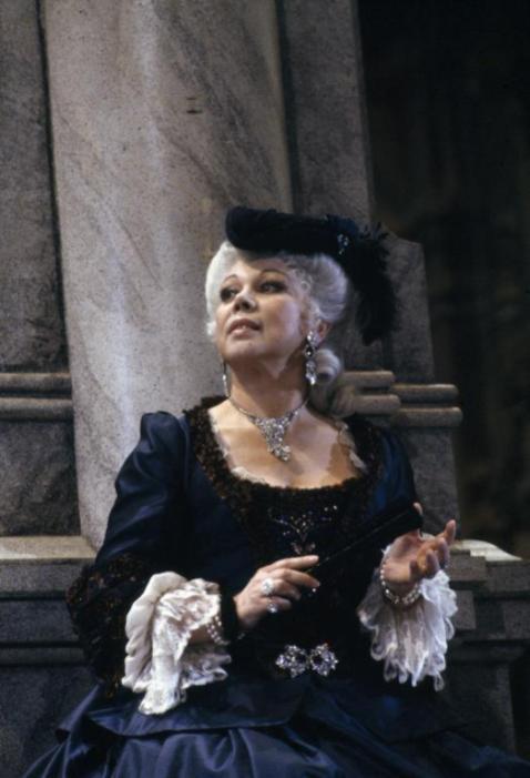 Mirella Freni è Adriana Lecouvreur alla Scala di Milano - Foto Lelli e Masotti ©Teatro alla Scala