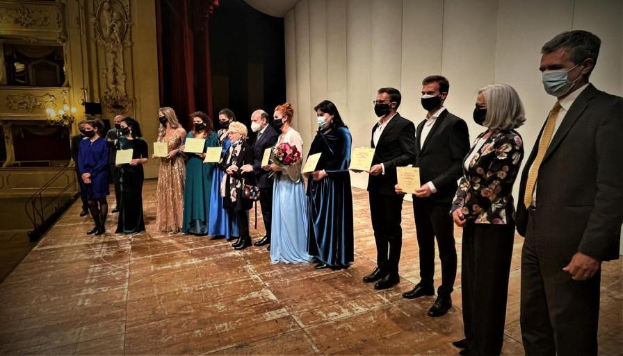 Finale del 72° Concorso AsLiCo - Foto della giuria e dei vincitori con Renata Scotto