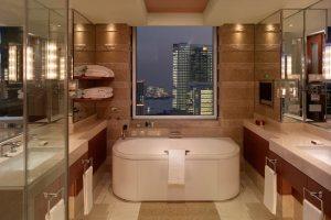 Deluxe-Suite-Bathroom