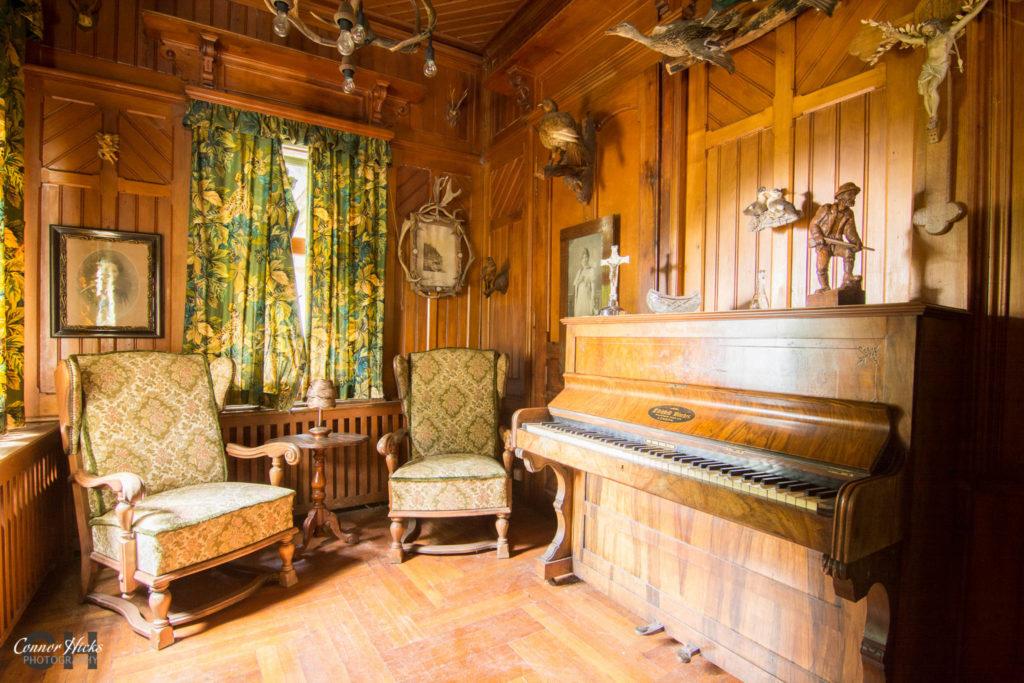 germany urbex hunters hotel piano 1024x683 Hunters Hotel, Germany (Permission Visit)