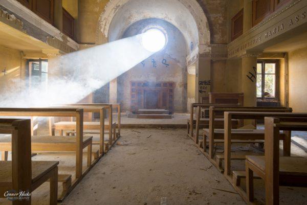 redcross italy urbex chapel 1024x684 Redcross, Italy