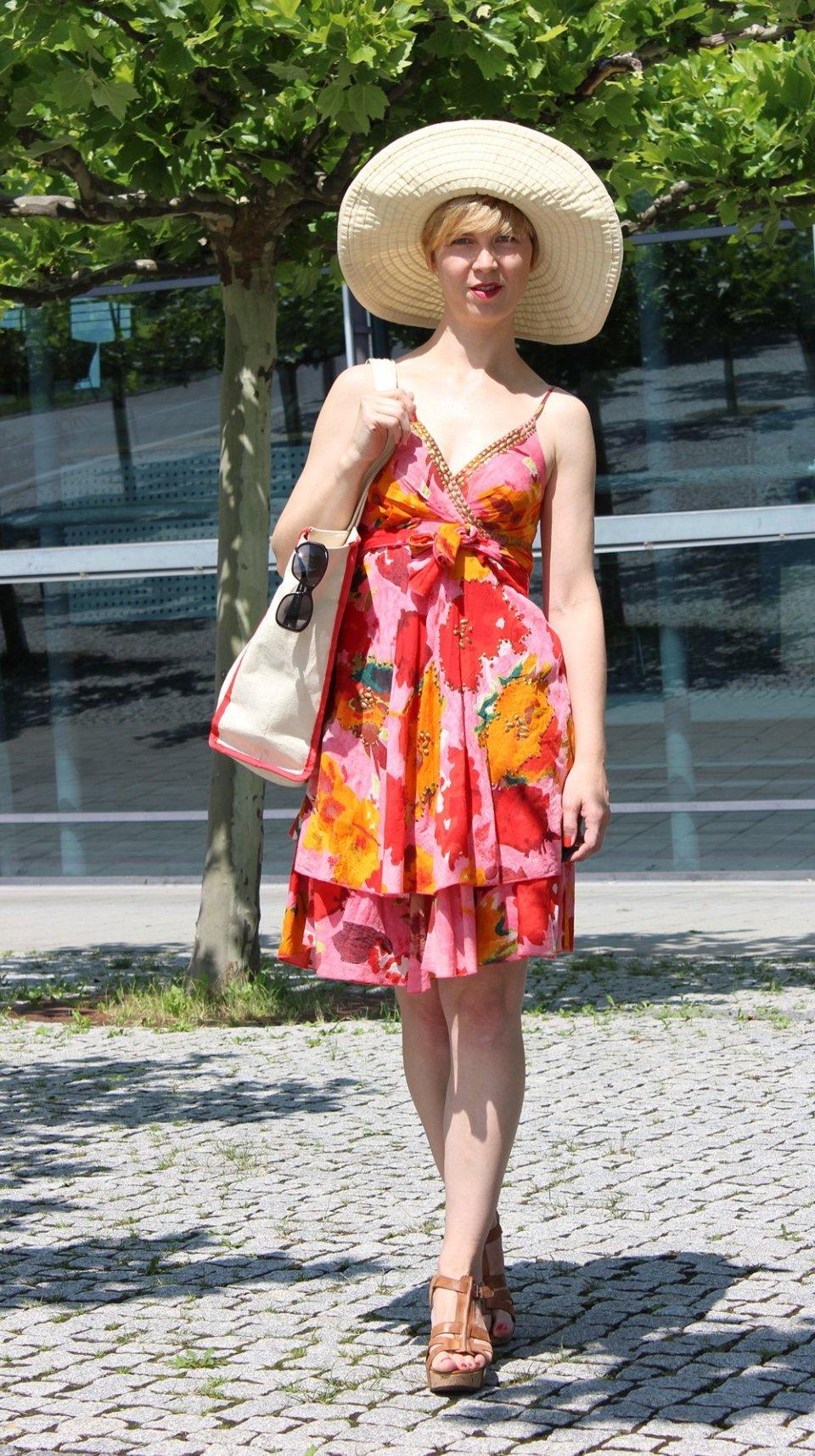 IMG_9667a_Flowerdress_BenettonHat_PaulGreenshoes
