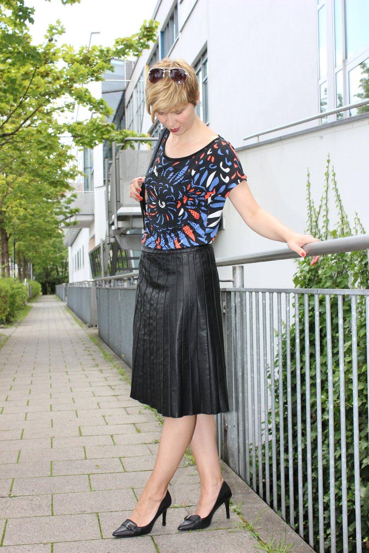IMG_0269a_Sisley_blackfakeleather_printshirt_ralphlauren_pumps