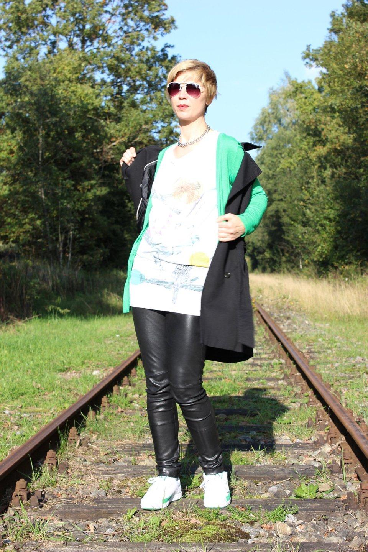IMG_2261a_Leatherlegging_greenCardigan_Shirt_SneakersPuma