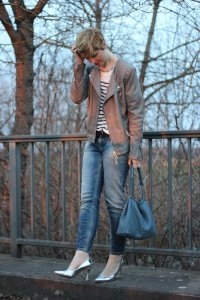 IMG_1884a_Only_Boyfriend_Metallic_Heels_MrsandHugs_Lederjacke_Streifen_HundM_