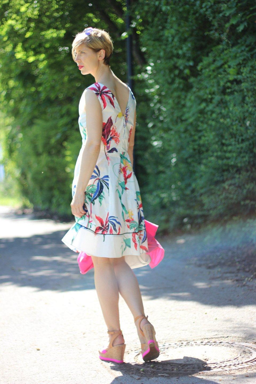 IMG_5942a_Blumenkleid_Flower_Dress_ConnyDoll_AHemadundaHos_Sommerkleid_summerdress