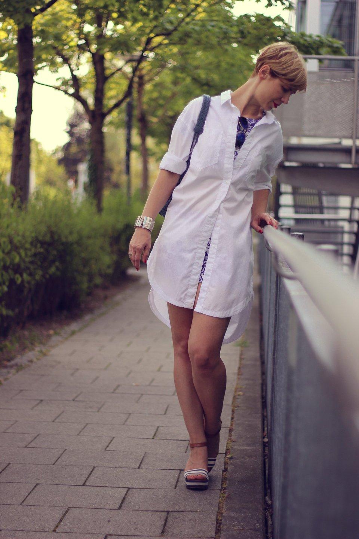 IMG_9683a_Zweiteiler_shorts_blusenkleid_H&M_Blue_Blau_AHemadundaHos_40+style_Fashionoverforty