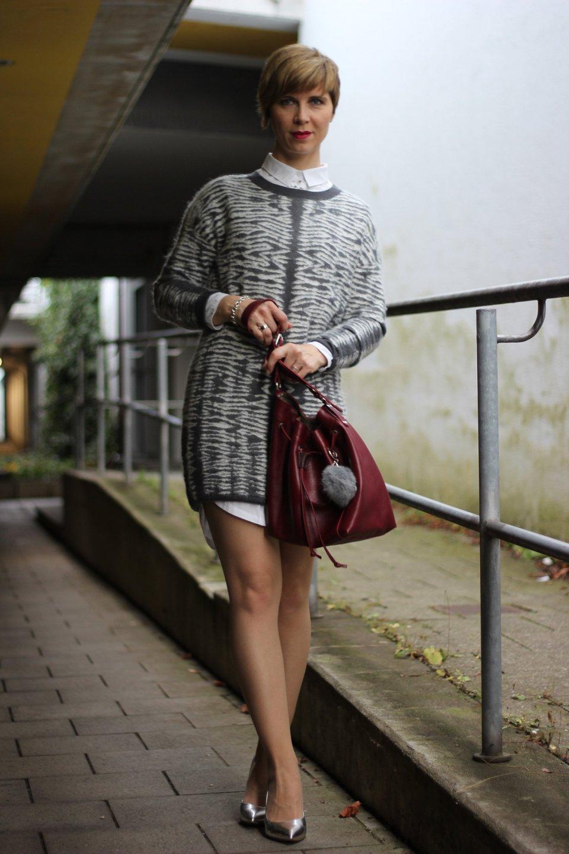 IMG_0583a_AllSaints_Strickkleid_grau_weiss_MetallicHeels_ConnyDoll_AHemadundahos_Fashionblog_