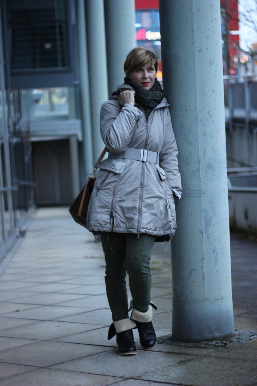 IMG_2255a_Zara_Cardigan_KhakiPants_Casual_Conny_Ahemadundahos_turtlenecksweater_Rollkragen_beige_Airfield_jacke