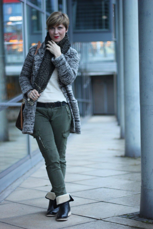 IMG_2283a_Zara_Cardigan_KhakiPants_Casual_Conny_Ahemadundahos_turtlenecksweater_Rollkragen_beige_Airfield_jacke