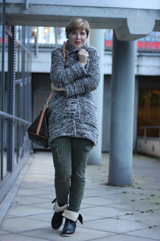 IMG_2292a_Zara_Cardigan_KhakiPants_Casual_Conny_Ahemadundahos_turtlenecksweater_Rollkragen_beige_Airfield_jacke