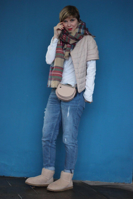 IMG_3360a-conny-doll-uggs-boyfriend-karoschal-weiße-bluse-windsor-outfitblog