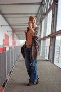 IMG_1139a-Outfit-Sence-Copenhagen-Hamburg-Event-Eterna-GadeaSchuhe-Schlagjeans-Dear-Cashmere-Cardigan-