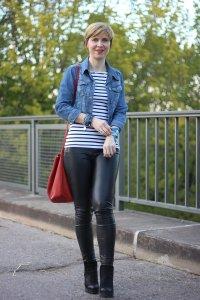 Leder, Lederhose, Streifenshirt, rote Tasche, Jeansjacke, Felminiboots