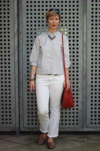 IMG_0436a-Eterna-Bluse-ConnyDoll-ü40-Fashionblogger-Outfitblogger-Alinie-leoloafer-Fransenjeans-redbag-roteTasche-Knitterfalten