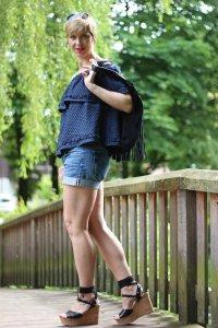 Klebetattoo, Shorts, Cecilie Copenhagen, Jeans, schulterfrei, offshoulder, Summer, Sommerlook, Wedges, Bindewedges