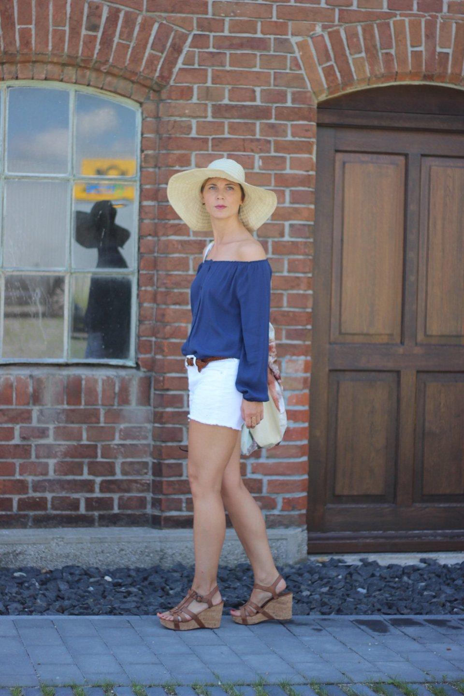 Interview bei Cla, offshoulder Bluse, blau, weiß, shorts, gap, american vintage, paul green, sandalen, sonnehut, sommerlook