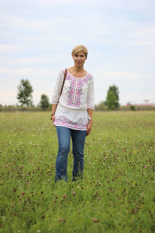 Boho-Bluse, Blumenkind, ausgestellt Jeans, Stickerei, Fransentasche, Zara, Asos, Only, Conny Doll