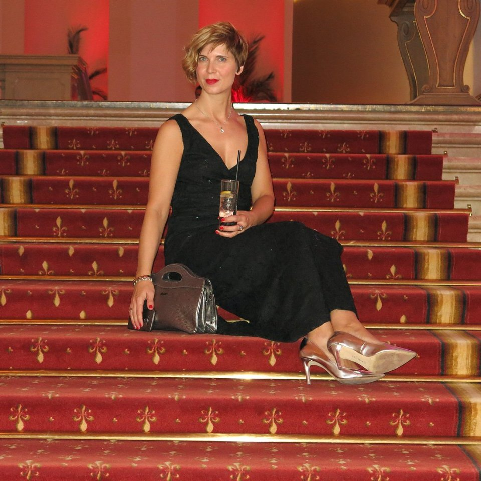 Casino, Salzburg, Conny Doll, Abendkleid, Casinorestaurant, Dinner, Schloss Kleßheim, Outfit, Abendkleid, Treppe