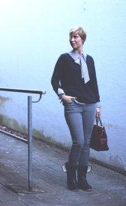 Schluppenbluse und Boyfriendpullover, Conny Doll, Skinny, grau, casual, Conny Doll, Münchenblogger, Styleblogger, Outfitblogger, Tchibo, Parka, Pepejeans, Michael Kors, Marcopolo, Skinny, Schal, Winterlook