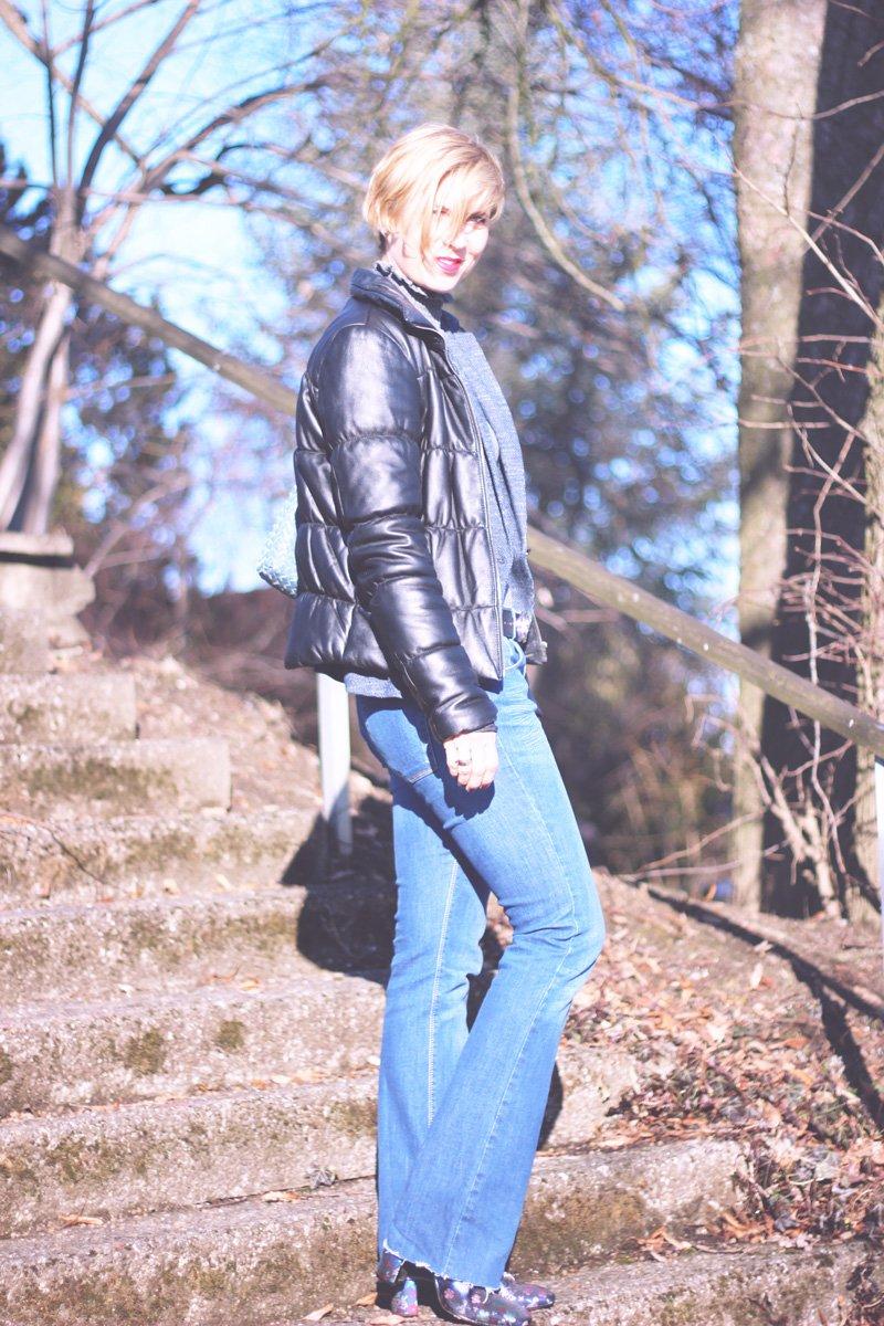 Gürtelschnalle, Escada, Trendpiece, Gürtelriemen, Flared Leg, Jeans, Asos, Trompetenärmel, H&M, Blazer, Zara, Sam Edelman, Booties
