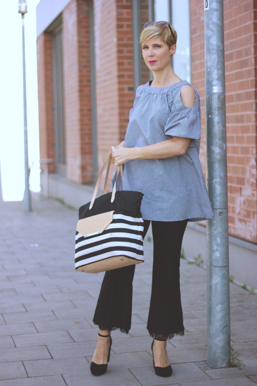 black and white, vichykaro, spitzenhose, pumps mit blockabsatz, conny doll, streifen, cut out oberteil