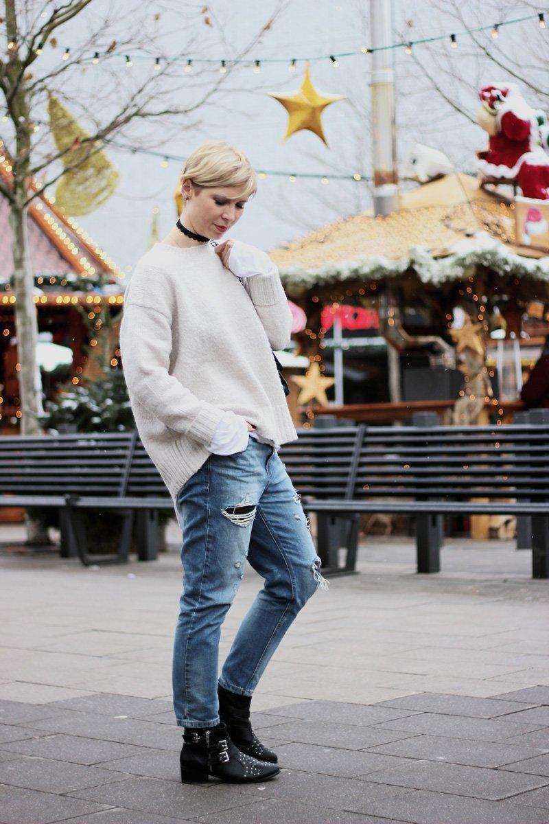 zerrissene Jeans, Kontrastprogramm zu Weihnachten, Weihnachtswünsche, Danke, destroyed Denim, Strickpulli, Glitzerstrumpfhose