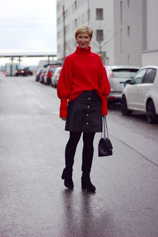 Conny Doll Lifestyle: Was ziehe ich über einen Pullover mit Ballonärmel?, Lederrock, Strumpfhose, Batallion Belette, Stiefel, Mantel, Sechziger Jahre Look