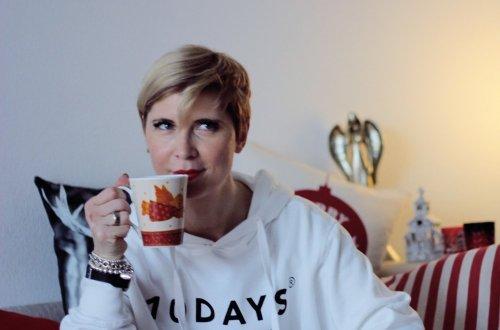 Conny Doll Lifestyle, casual mit Tee auf der Couch, krank sein ist doof, teaser für neues Video mit Bobbi Brown und Donna, Foundation