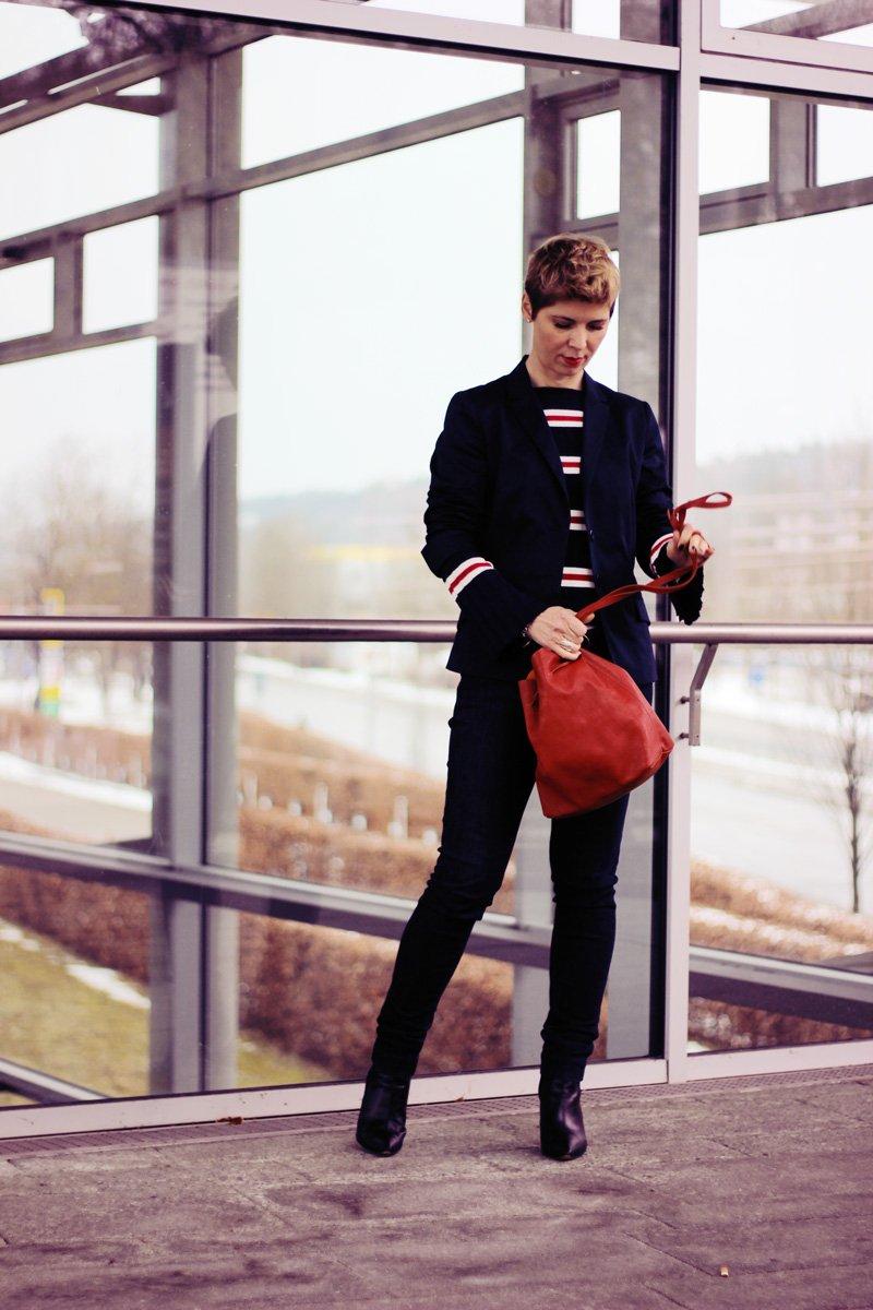 Conny Doll Lifestyle: casual Office-Look, Blazer, Blau allover, Blazer, Streifen, Ärmel,