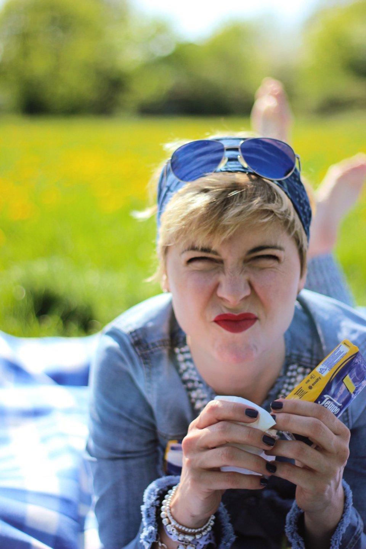 Conny-Doll-Lifestyle: 35 Jahre Heuschnupfen, Tempo soft und sensitiv plus, blau, gelb, Allergie, Pollenallergie